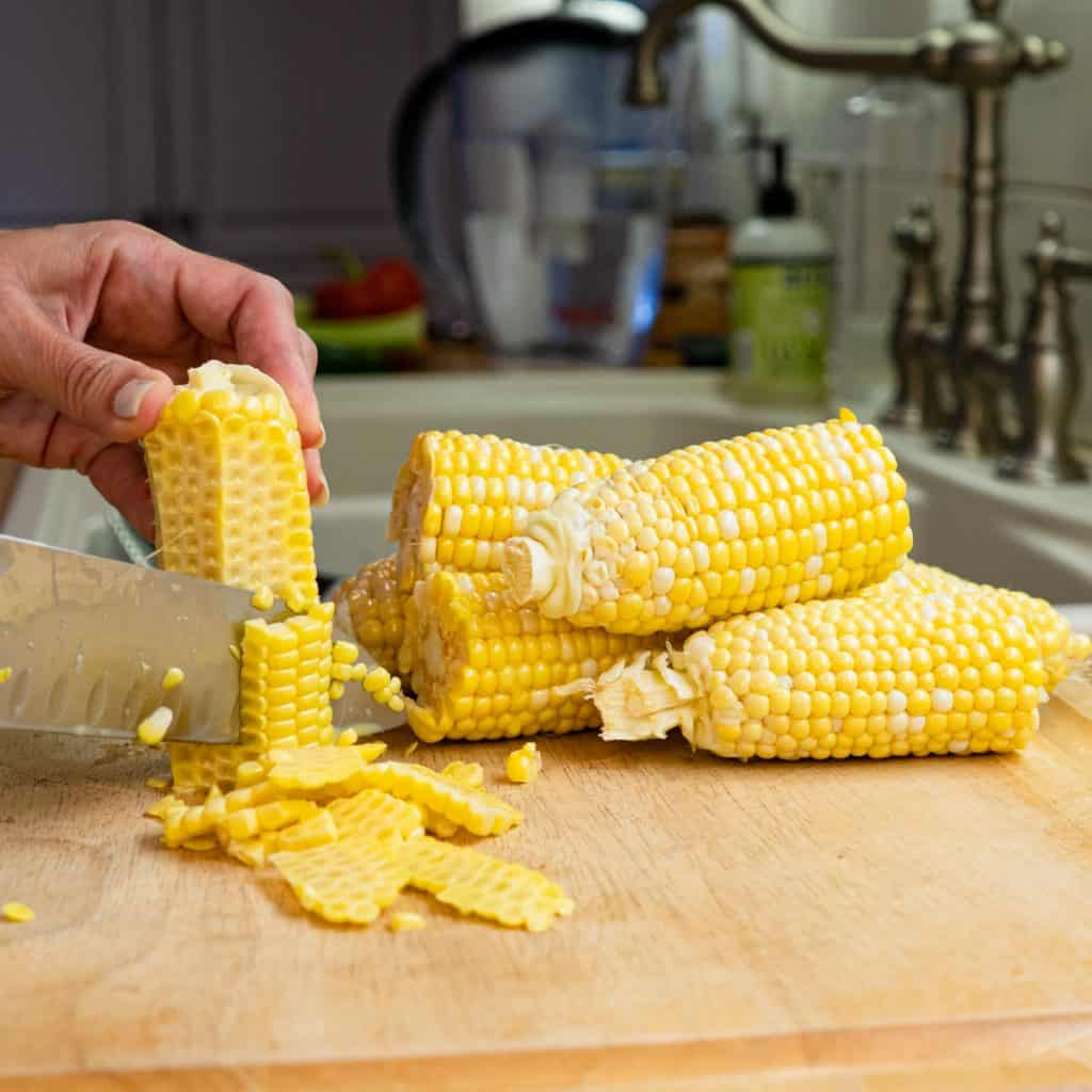 Cutting corn kernels off the cob